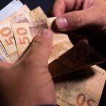 Curitibanos preferem pagar dívidas com parcela do 13º