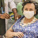 Profissionais de saúde idosos terão prioridade para vacina de Oxford no Rio